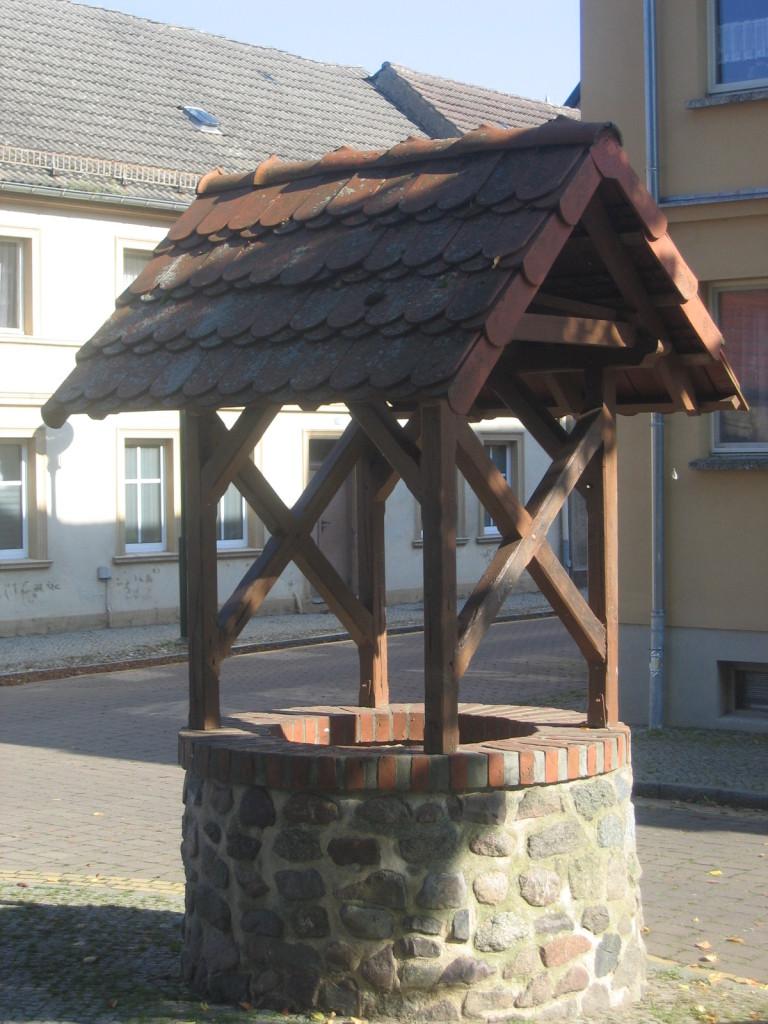 Brunnen an der Kirche
