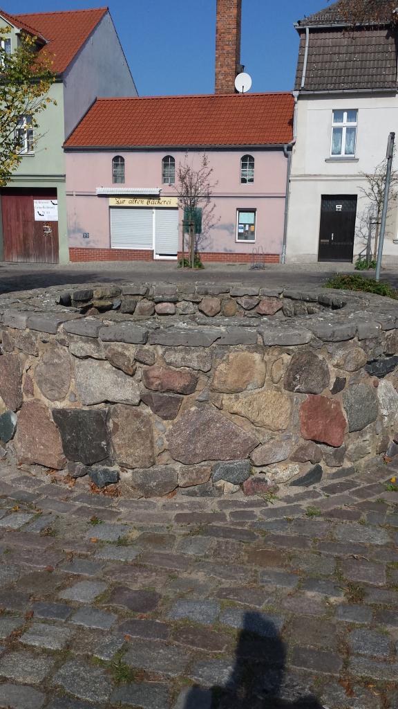 Brunnen am Denkmal