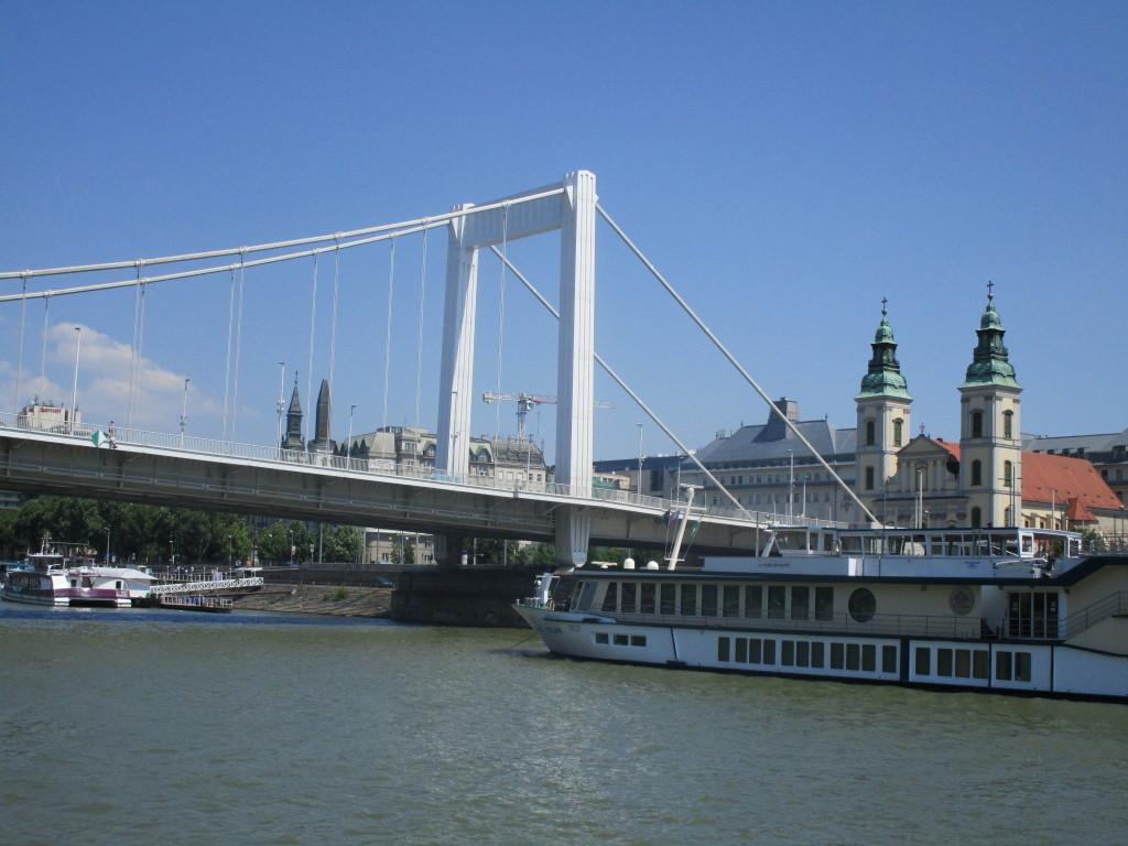 Elisabethbrücke und Franziskanerkirche