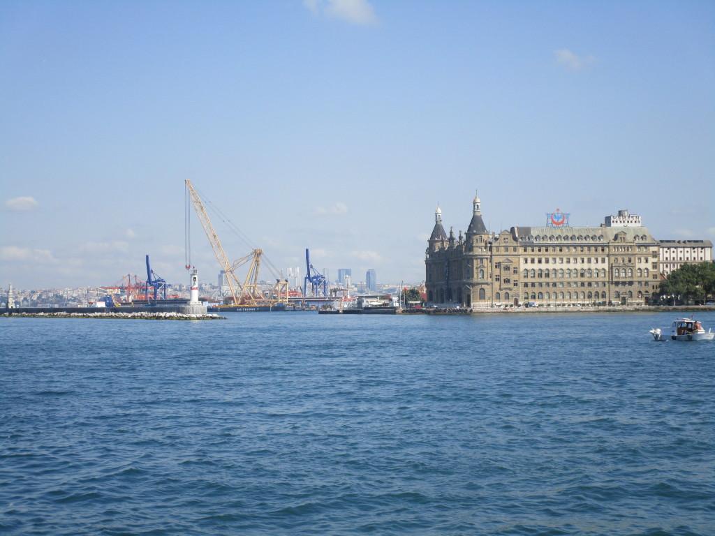 Hafen mit Haydarpaşa Bahnhof