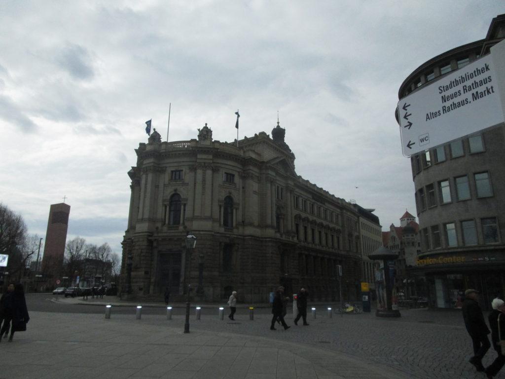 Richtung Neues Rathaus