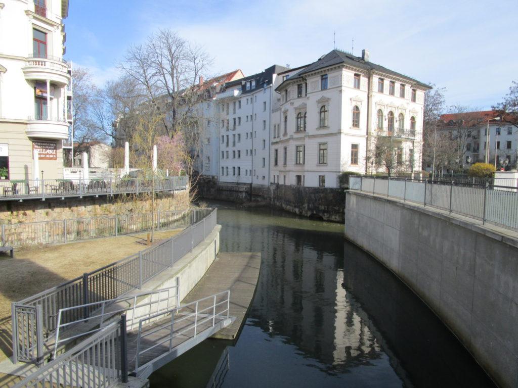 Fluss beim Hostel